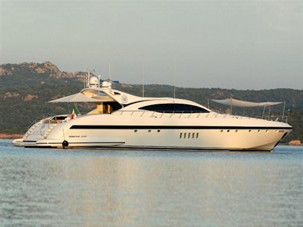 Mangusta-92-Charter-Costa-Smeralda