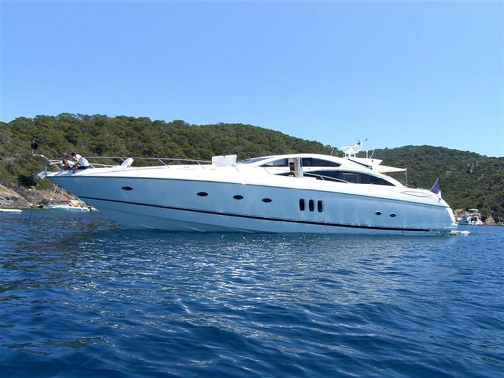 Sunseeker-82-Charter-Porto-Cervo,-noleggio-barca-Costa-Smeralda,-noleggio-barche-sardegna